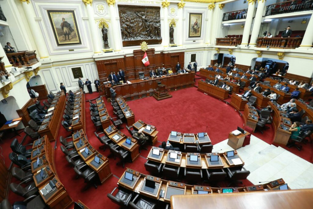 Congreso de Perú vota quitar inmunidad a presidente