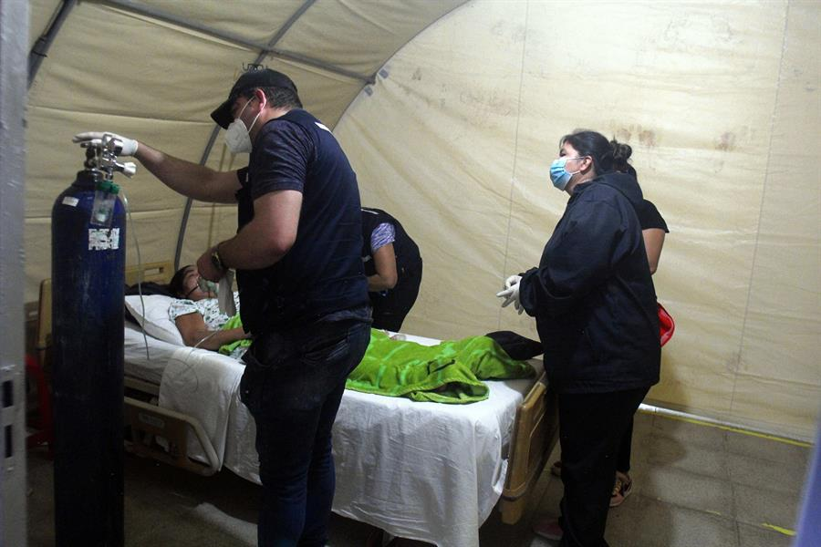 Coronavirus desborda a Latinoamérica y colapsa sus frágiles sistemas de salud