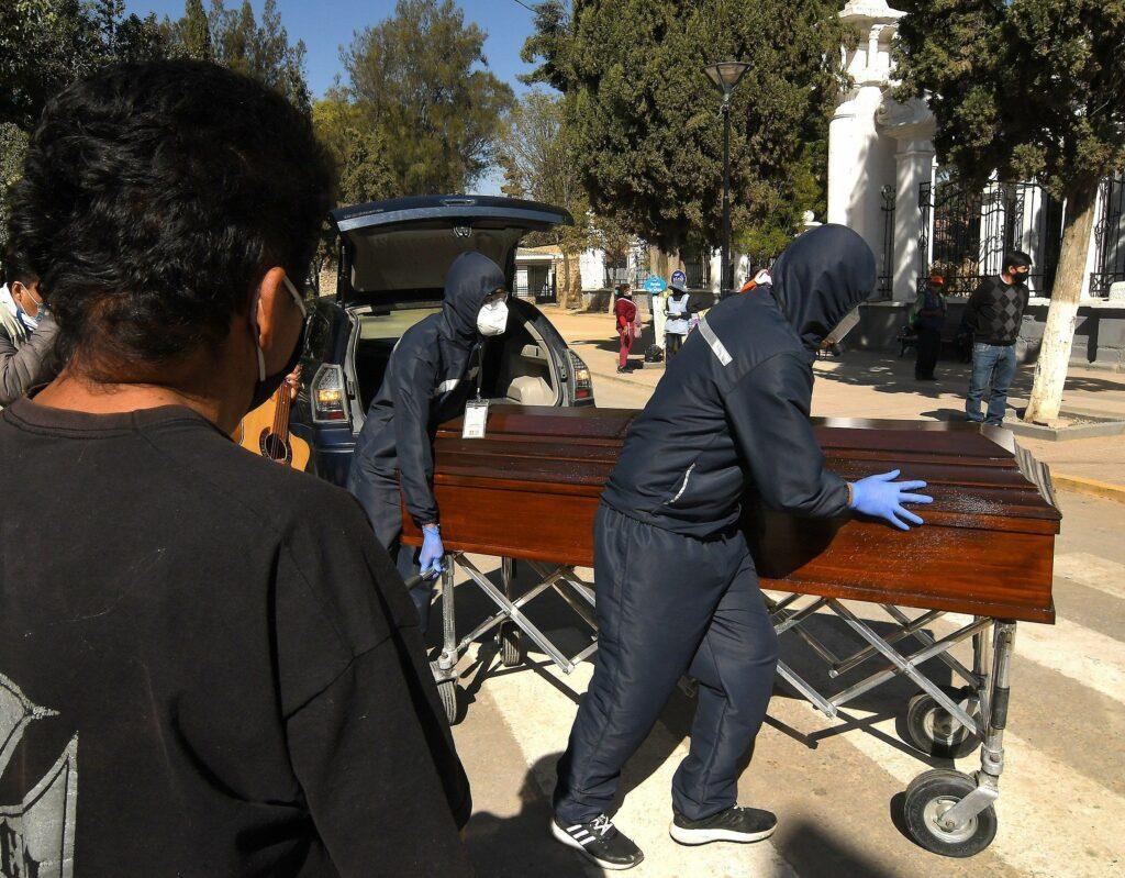 Empleo más buscado en Bolivia es el de sepulturero