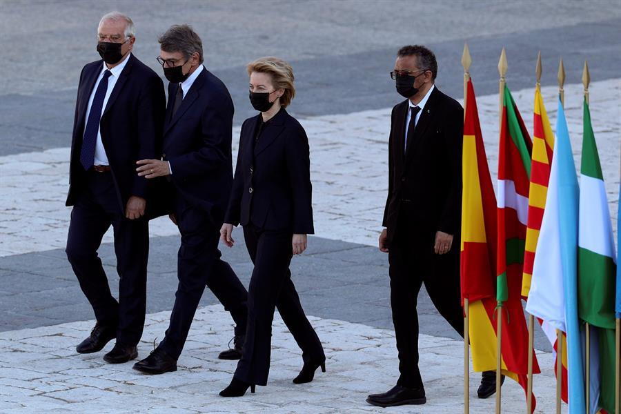 España recuerda a los fallecidos y lucha contra los rebrotes de COVOD-19