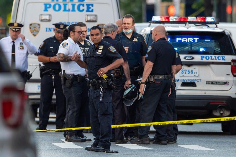 """Grupos de Policía de Nueva York piden mural de """"Las vidas azules importan"""""""