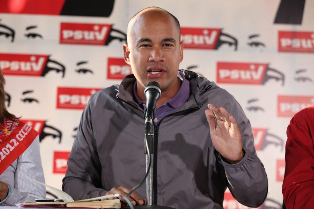 Héctor Rodríguez, gobernador de Miranda tiene COVID-19