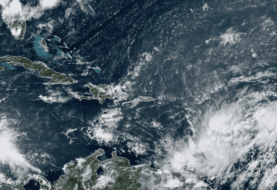Isaías descarga sobre Puerto Rico antes de llegar a países vecinos