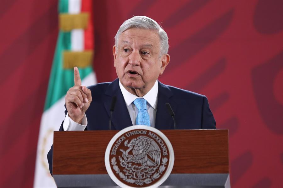 """López Obrador prioriza """"cuidarse"""" antes que el uso de cubrebocas"""