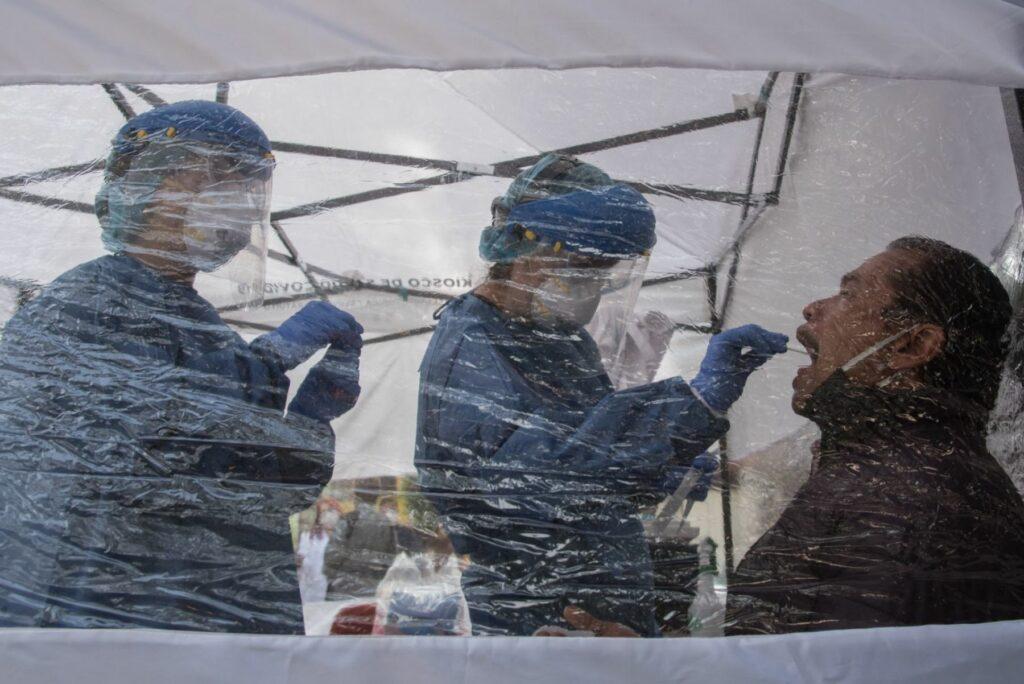 México registra récord diario de 8.438 contagios por COVID-19