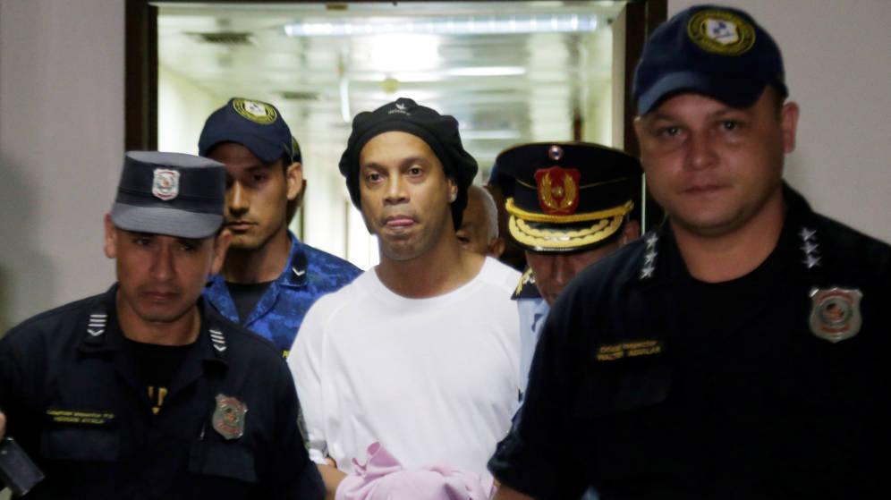 Ronaldinho transita por el quinto mes de reclusión en Paraguay
