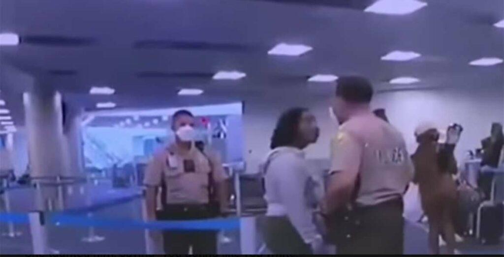 Policía que golpeó a una mujer en el aeropuerto de Miami será despedido