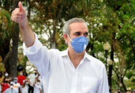 Abinader gana en primera vuelta las elecciones dominicanas