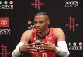 Russell Westbrook de los  Rockets de Houston da positivo al COVID-19