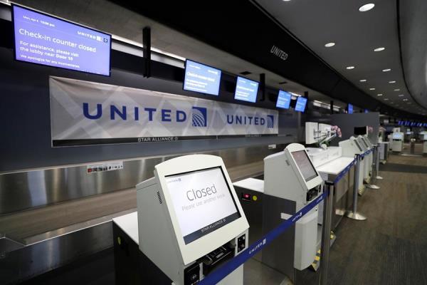 Aerolínea United suspenderá a la mitad de sus empleados por la pandemia