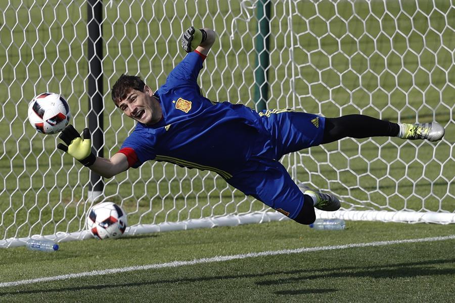 Casillas anuncia su retirada