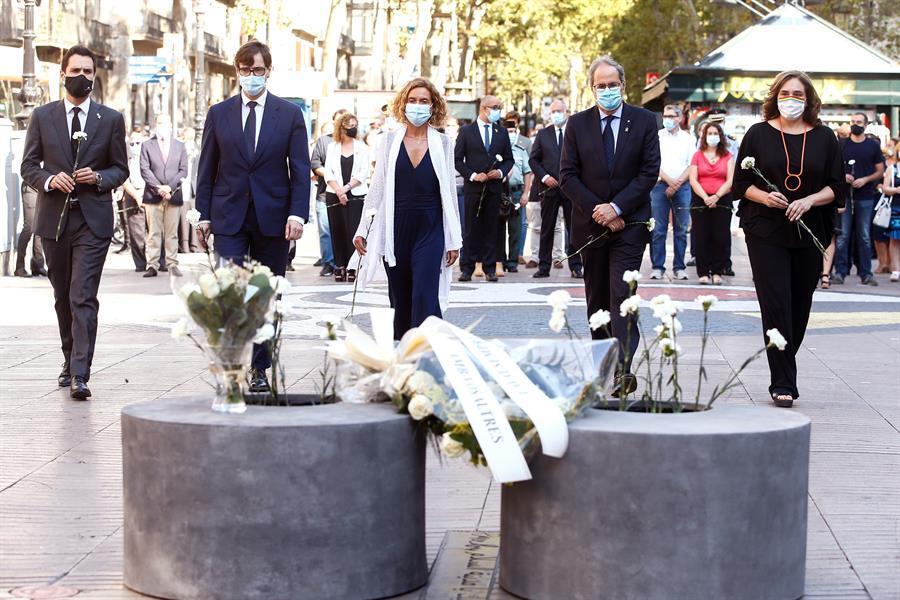 Barcelona recuerda con silencio y flores a las víctimas del atentado de 2017