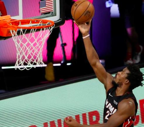 Butler silencia a Warren y los Heat ganan con facilidad a los Pacers