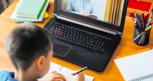 Abren escuelas virtuales en Florida mientras juez decide regreso presencial