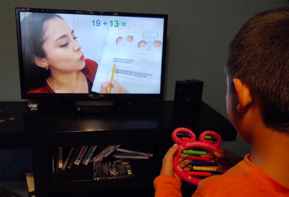 """AMLO asegura que las clases por TV tienen """"toda la validez"""""""