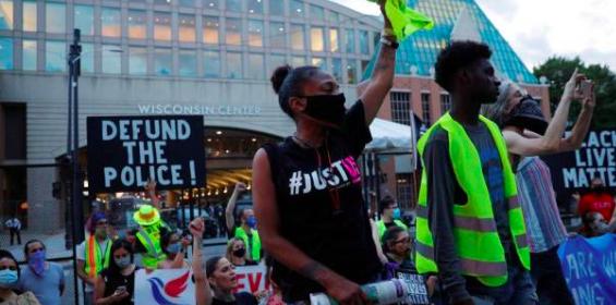 Protestas en Wisconsin por disparos de Policía contra un afroamericano