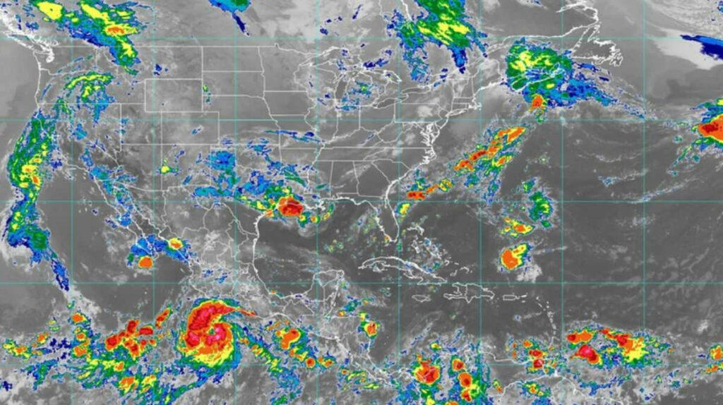 Genevieve se convierte en huracán en el Pacífico mexicano