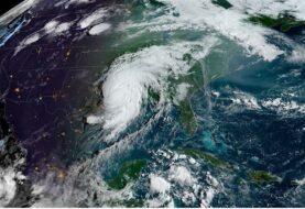 Huracán Laura se fortalece aún más antes de tocar el sur de EEUU