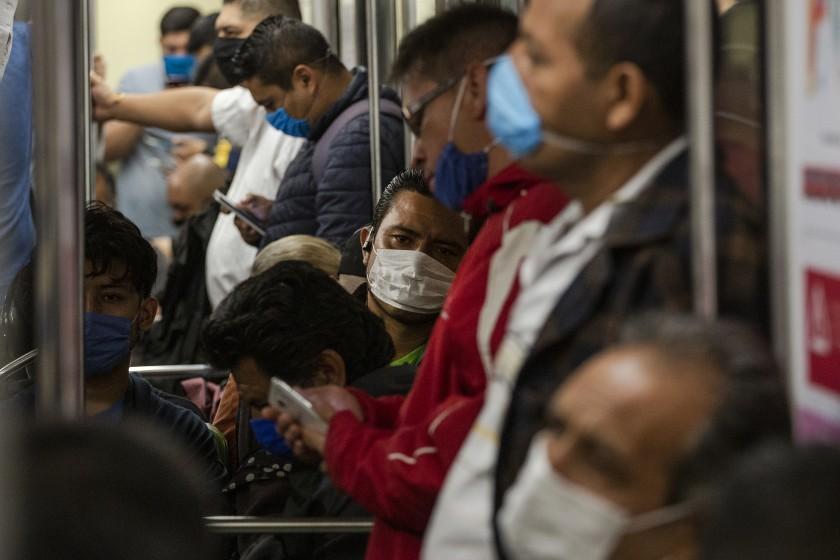México roza 500.000 casos de COVID-19 mientras discuten si usan cubrebocas