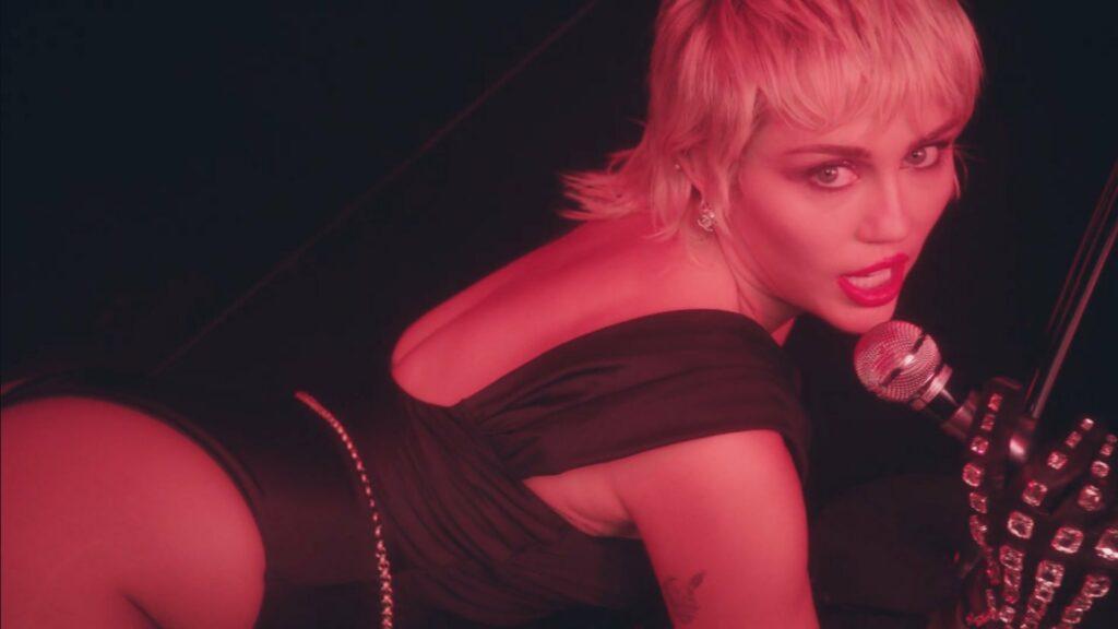 Miley Cyrus consuma su esperado retorno a la música