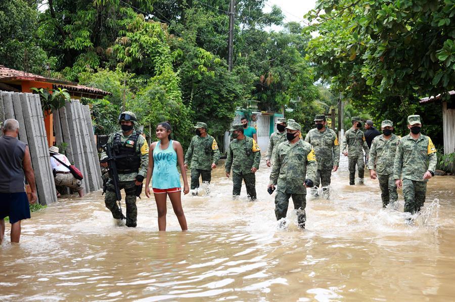 Tormenta tropical Hernan deja inundaciones y daños en mexicana