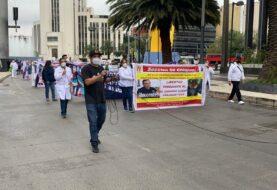 Trabajadores de la salud marchan en México para exigir libertad de médico