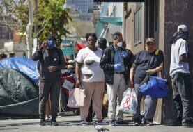Solicitudes desempleo en EEUU cayeron por debajo del millón