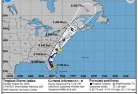Isaías volverá a ser huracán antes de llegar a las Carolinas
