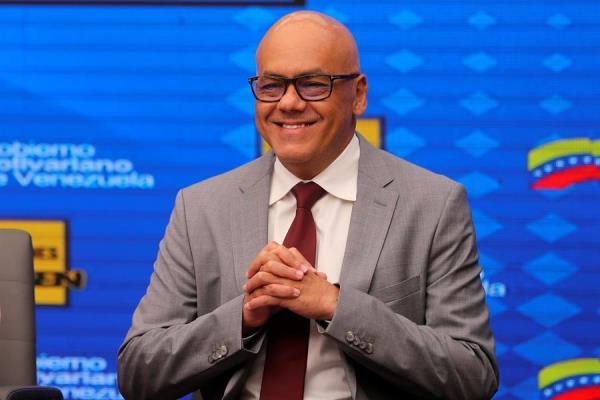 Vicepresidente de Comunicación del régimen de Maduro confirma que padece COVID-19