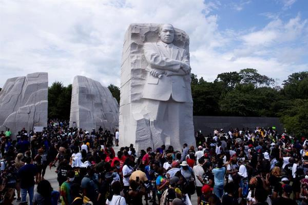 Miles piden justicia en aniversario de marcha sobre Washington de Luther King