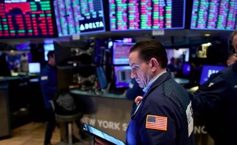 Wall Street vuelve a caer arrastrado por las empresas tecnológicas