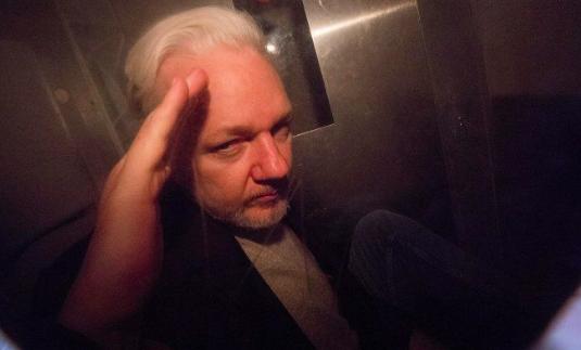 Assange rechaza su extradición a EEUU tras ser detenido de nuevo