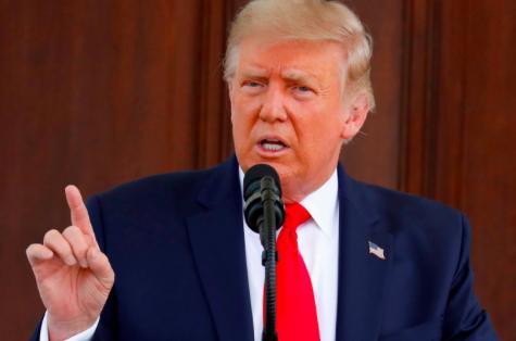 """Trump dice que minimizó la gravedad de la COVID-19 para """"no crear pánico"""""""