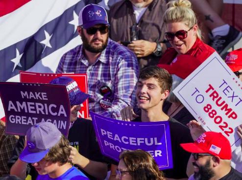 Trump corteja el voto del cinturón manufacturero en Ohio