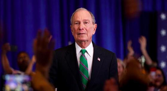 Demandan a Bloomberg por pagar fianzas de exreos de Florida para que voten
