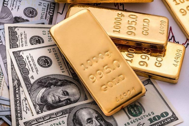 El dólar se fortalece ante temores de recesión global y el oro se desploma
