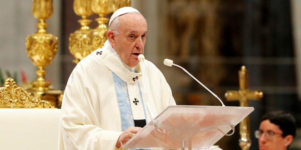 El papa acepta renuncia de obispo accusado de abusos