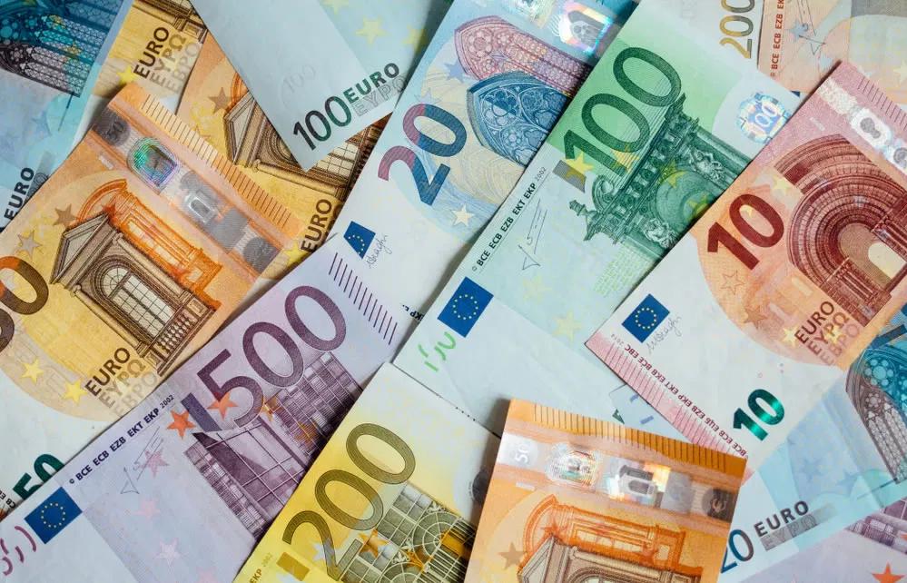 Euro cae ante segunda ola de contagios en Europa