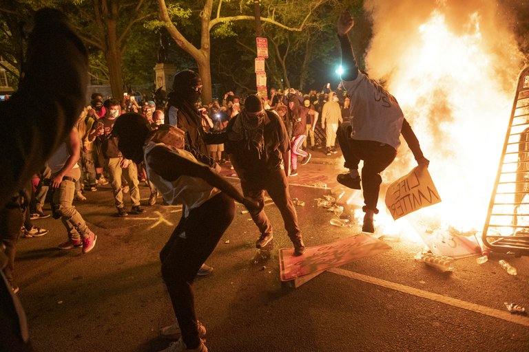 Florida endurecerá ley contra manifestantes violentos