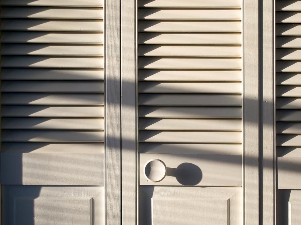 Hombre de 36 años vivió en el armario de su novia adolescente más de un mes
