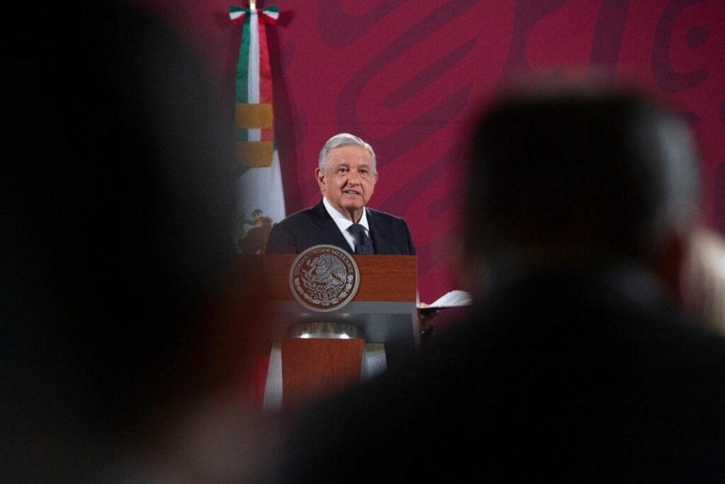 """López Obrador anuncia inicio de fiestas patrias pero promete """"sana distancia"""""""