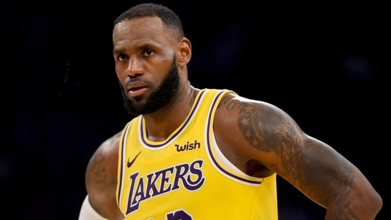 Lakers, con James, parten favoritos a conseguir el título ante Heat
