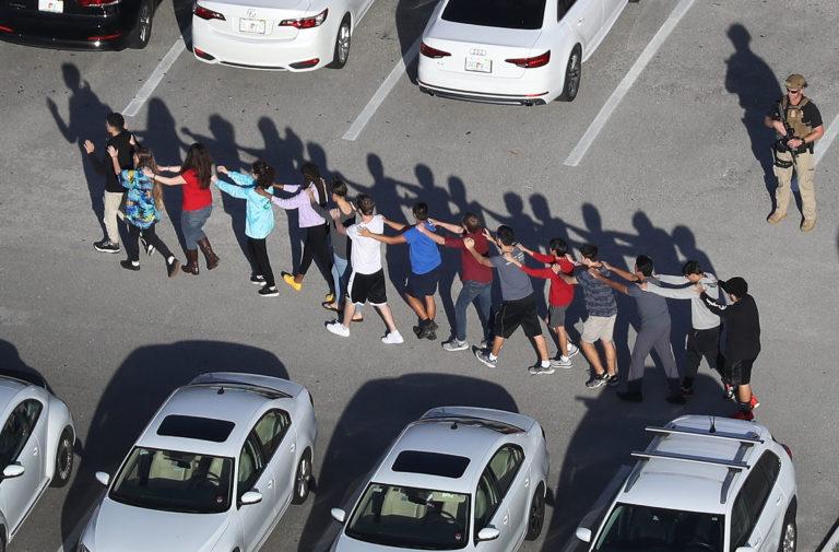 Medidas tras tiroteo en Parkland daña escuelas y dispara arresto de jóvenes