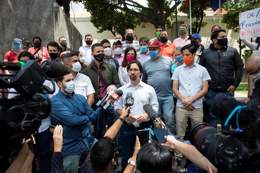 Freddy Guevara deja la Embajada de Chile en Caracas tras 1.040 días