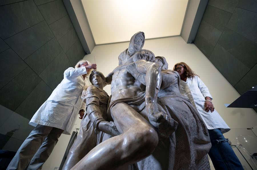 Restauración de La Piedad de Miguel Ángel es reanudada tras confinamiento