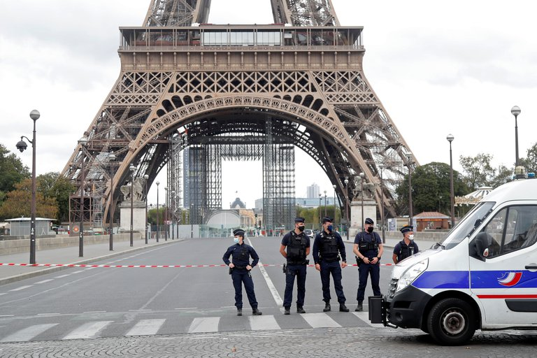 Torre Eiffel es evacuada por una alerta de bomba