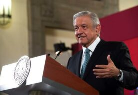 "López Obrador presenta su petición para juzgar ""calamidades"" de exmandatarios"
