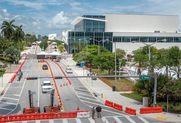 Miami abre teatros a medida que Florida baja tasa de positivos de COVID-19
