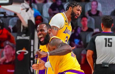 James y Davis ponen a Lakers a un triunfo del título de campeones NBA
