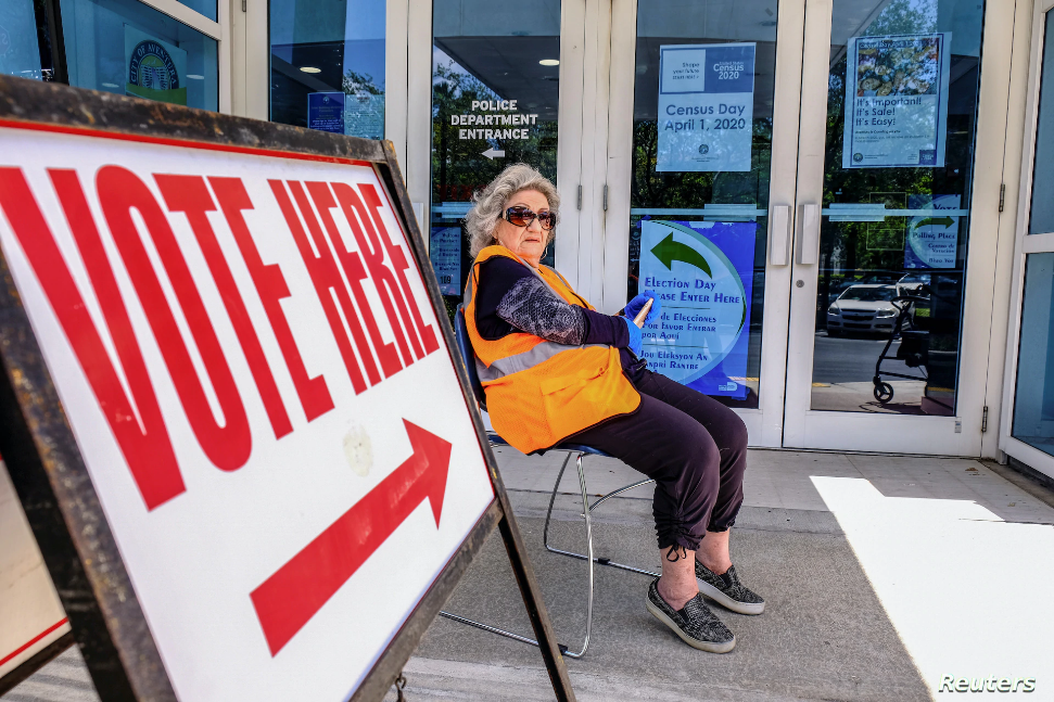 Demócratas pelean contra ley de Florida que impone un orden en papeleta
